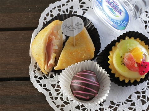 Home · The Little Snacks Paket Cemilan Kue Lebaran Isi 8 Snack; Page - 2