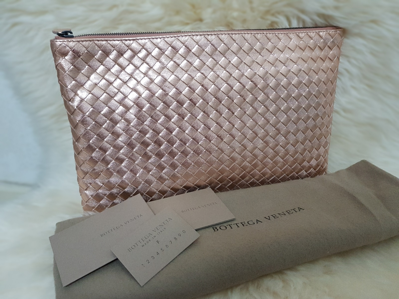 1301238baf6 Bottega Veneta Document Case Measurement : 30cm(W) x 19cm (H) Selling Price  : SGD870 / RM2600 nett Condition : Brand New/Unused Comes with dustbag +  serial ...