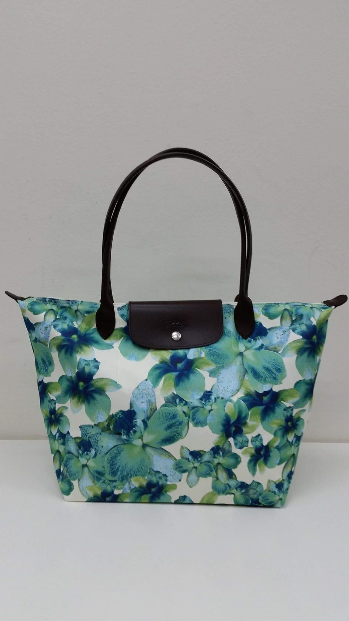 Longchamp Large Flora Tote Condition   Brand New Selling Price   SGD150    RM450 Comes with paperbag + carecards COD Midvalley Postage by buyers  Contact via ... dddbf728b6c73