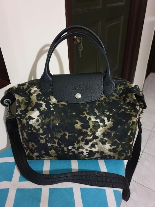 Longchamp nylon Condition   8.5 10. Some stain inside bag but outside is  excellent. Comes with authenticity card. Selling Price   SGD133   RM399 For  COD at ... 69034a8333e5f