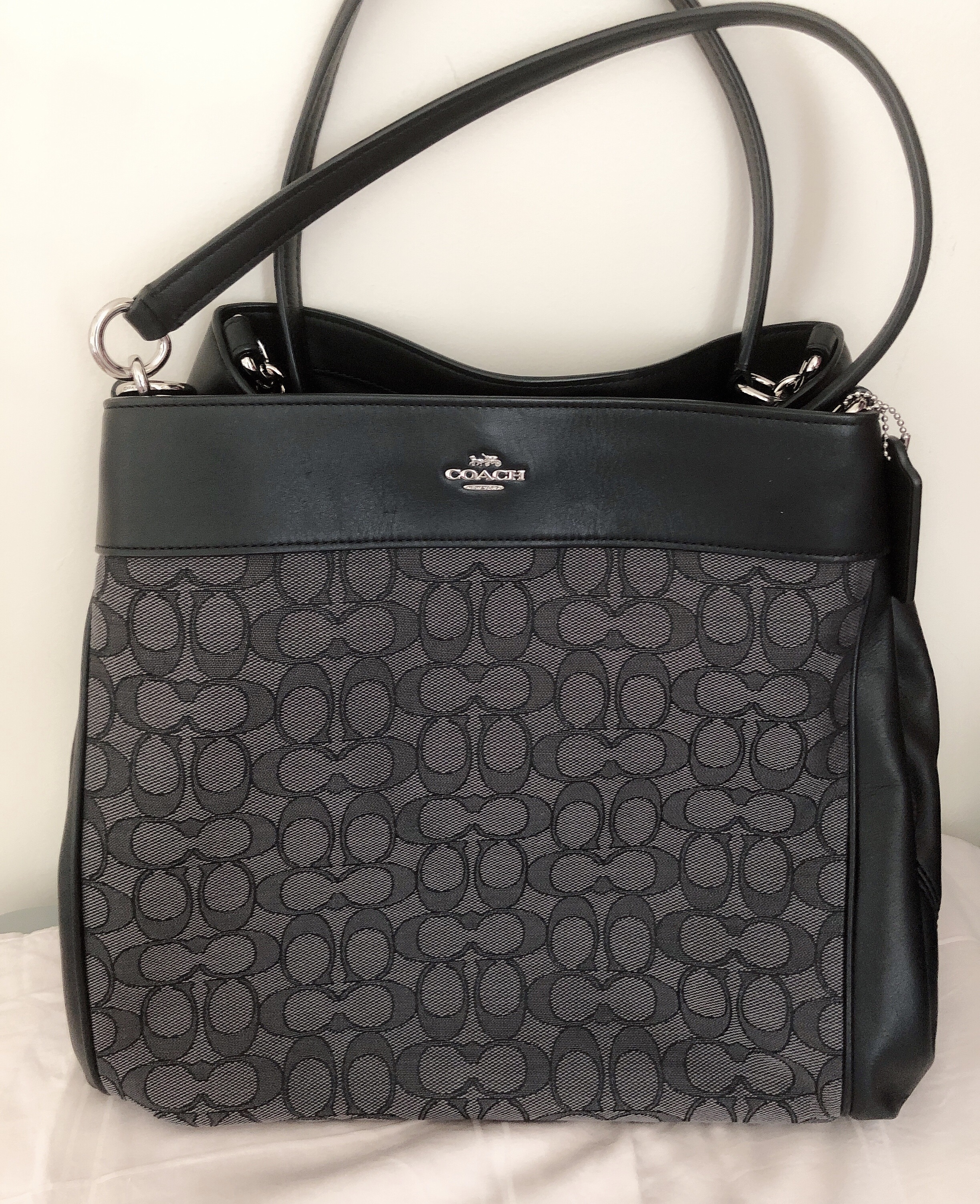 3abaaa5a203d Coach bag Measurements   11.5(H)x 13(L) x4(W) inch Condition   10 10 brand  new Color   grey black Selling Price   SGD300   RM900 Contact via WhatsApp    + ...