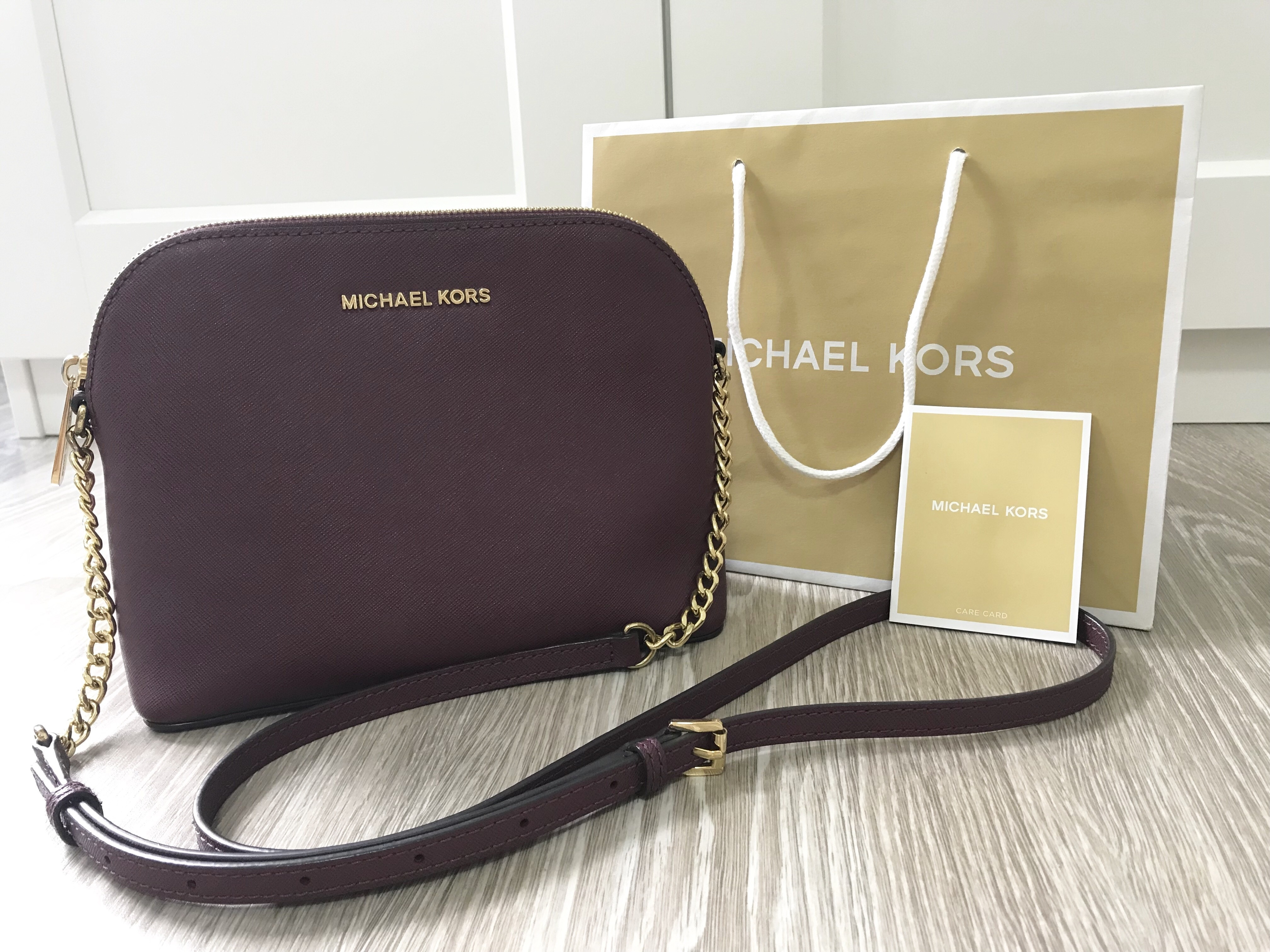 9908f7fc059d Michael Kors small Handbag Condition : 9/10 Item comes with care card &  paper bag Selling Price : SGD 135 / RM 400 Contact via WhatsApp :  +60132865296