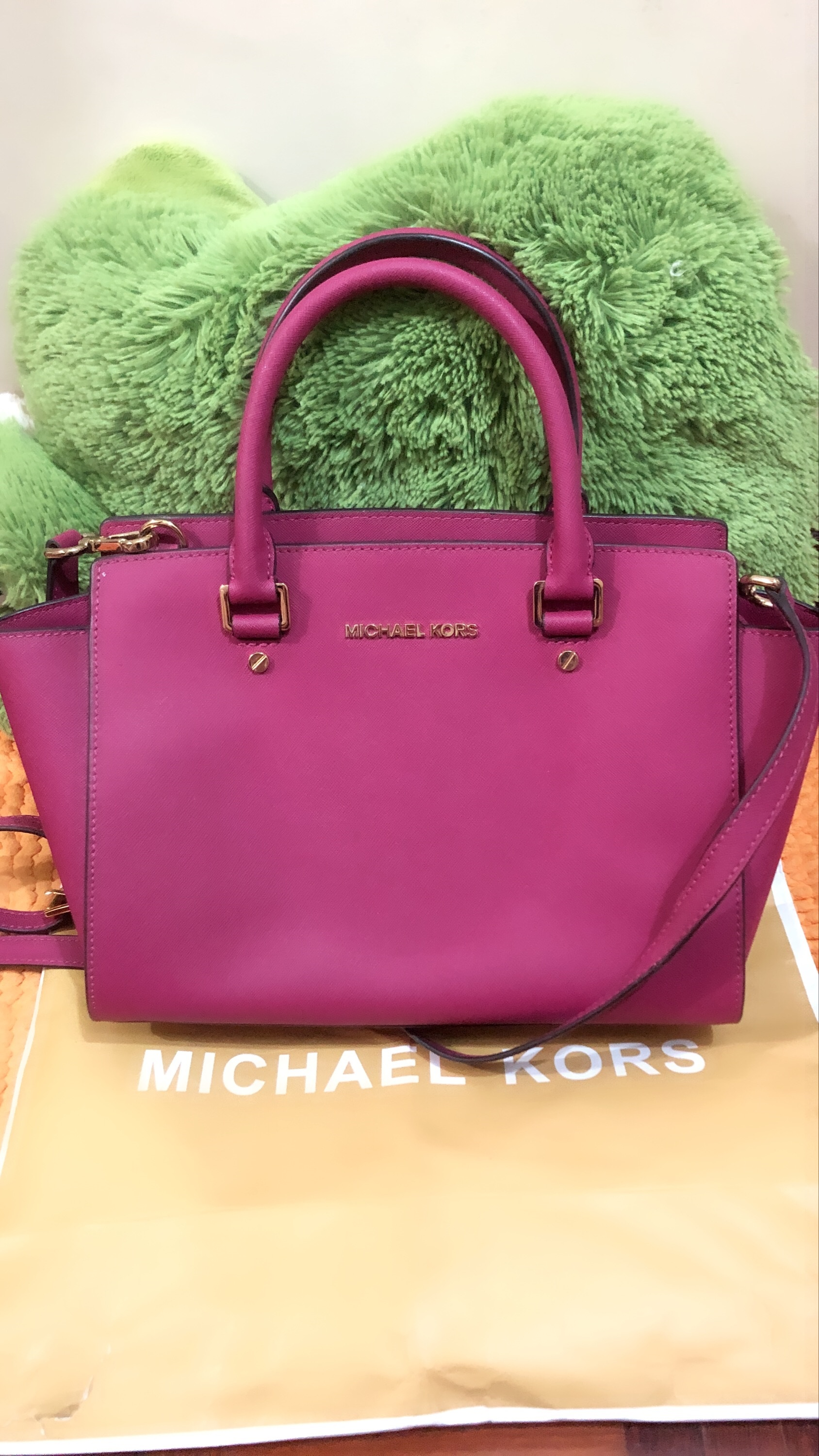 b9cb4af86f1b Michael Kors MK Selma Medium Saffiano Leather Satchel Gold-tone hardware  with MK logo lettering at front; signature medallion charm Condition :  10/10 ...